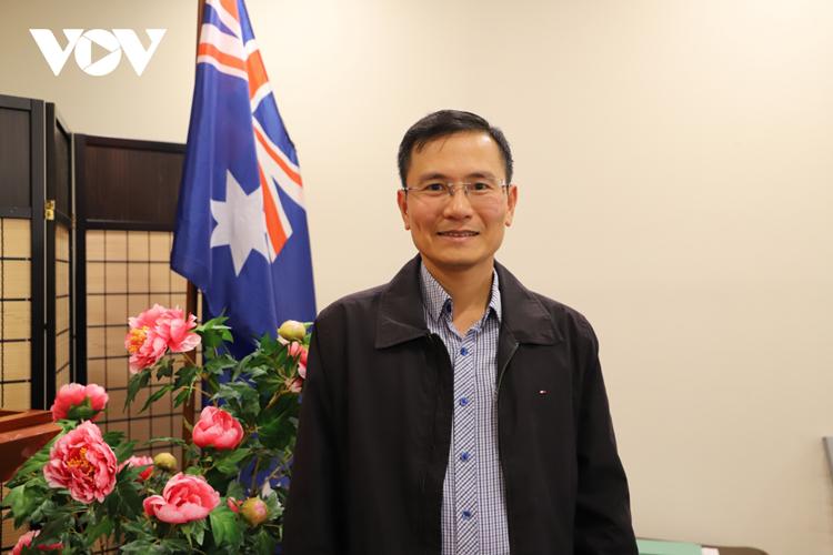 Phó Giáo sư Chu Hoàng Long hiện đang làm việc tại Trường Đại học Quốc gia Australia.